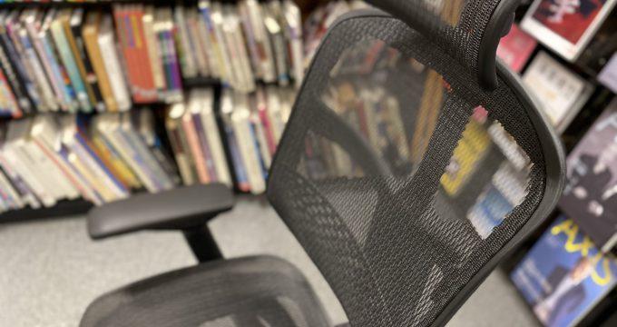 イスとかチェアとか言うとります。 〜事務局スタッフがテレワークになって気づいた椅子のこと〜