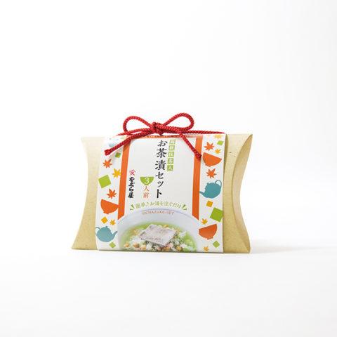 大阪ミナミは戎橋筋商店街にある老舗昆布店。女将の「若い世代に昆布を食べてほしい」という想いに応え、若い人も手に取りやすいポップな和柄デザインに。お茶漬けセットはお土産バッグのように形状からご提案。