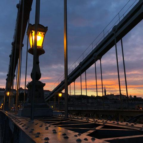 ブタペストで有名なセーチェーニ鎖橋。